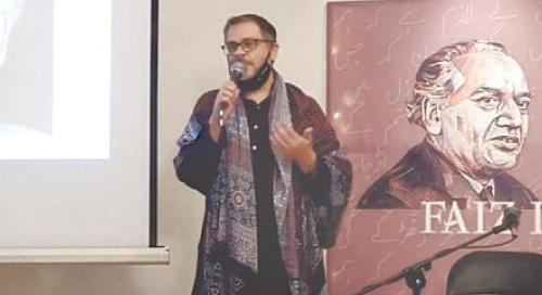 JUNAID Zubery explains his artworks. —Photos by Fahim Siddiqi